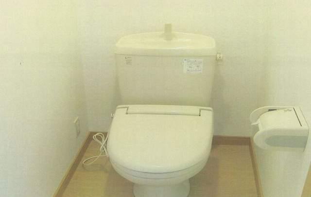 部屋にきれいなトイレ付