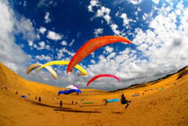 砂丘でのパラグライダーは最高♪